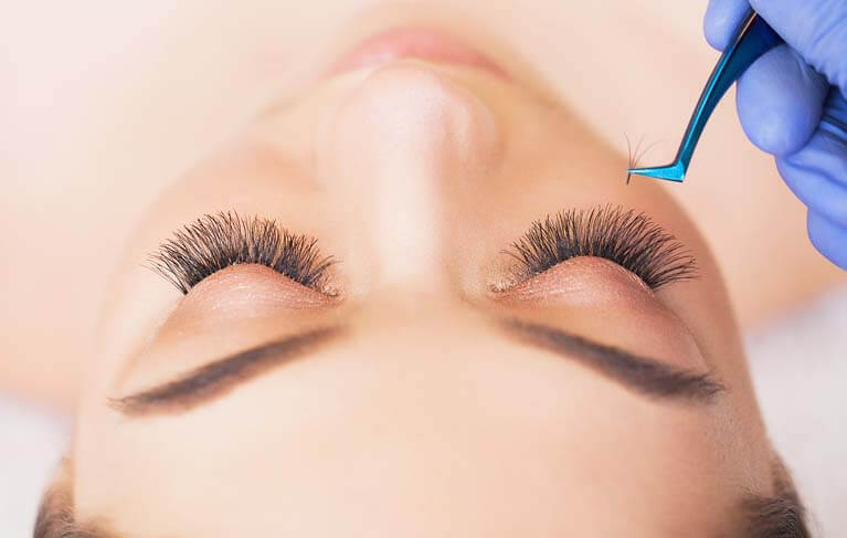 thumb-eyelash-extensions